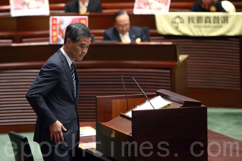時政評論員臧山表示,現任特首梁振英,至今尚未明確表態是否會參與「競選」連任,顯示北京尚未拿定主意。若以過去大陸政治的一貫做法來看,這分明顯示了中央最高層對梁振英的不信任。但就香港問題而言,更換特首,取回香港民心,看來只能是北京的不二選擇。圖為梁振英。(潘在殊/大紀元)
