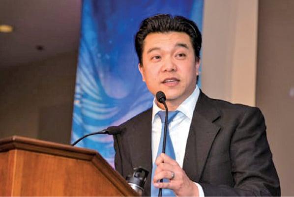 「華人進步會」前行政主任、現高級顧問譚大元是某組織成員,通過資助旅遊活動,試圖尋找左翼美國人與中國極左份子建立聯繫。(華人進步會網頁)