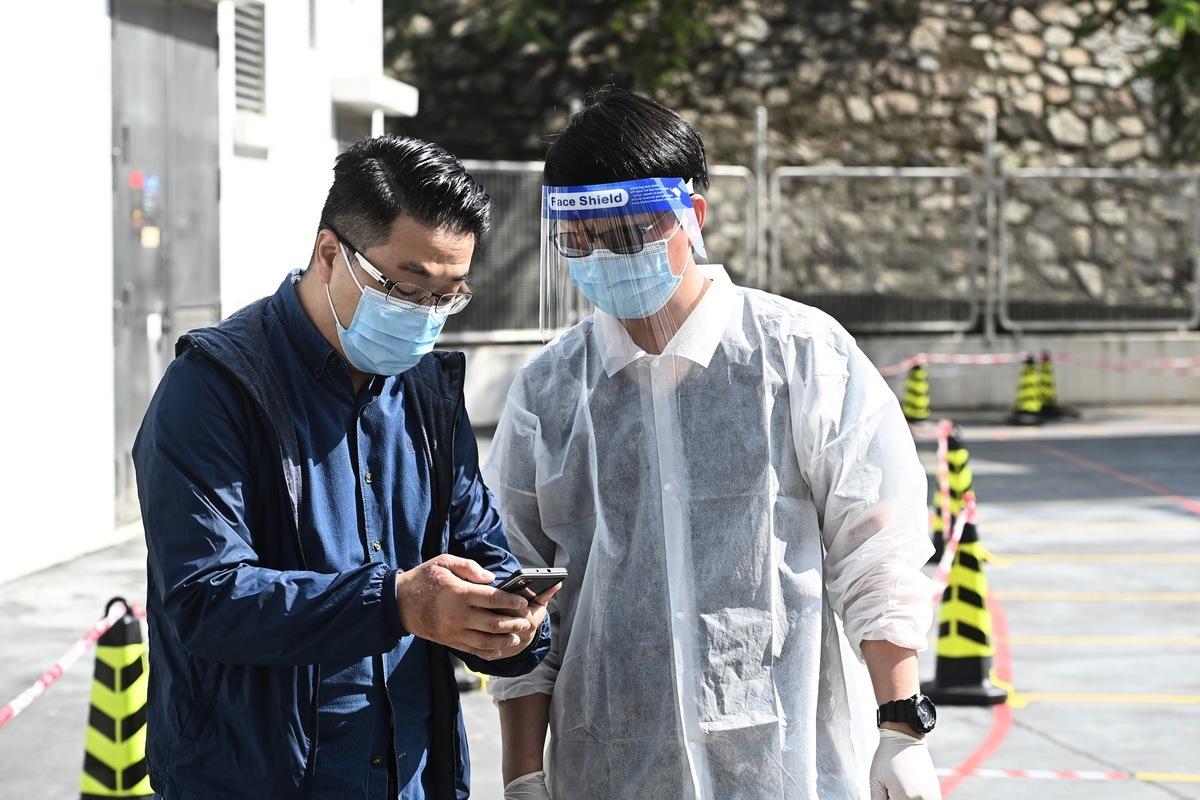 本港疫情延燒,警長確診。圖為12月6日核酸檢測中心投入檢測,為市民提供價格相宜的自費檢測服務。(大紀元資料圖片)