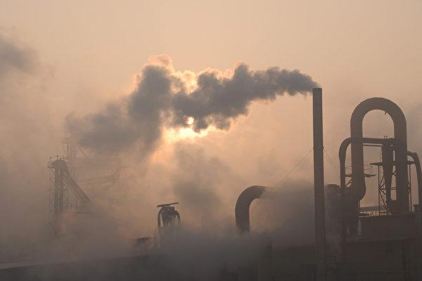 2020年12月,大陸原材料價格上漲致使工業品價格全面上漲。圖為:山東省濱州市一家水泥廠生產場景。(大紀元資料室)