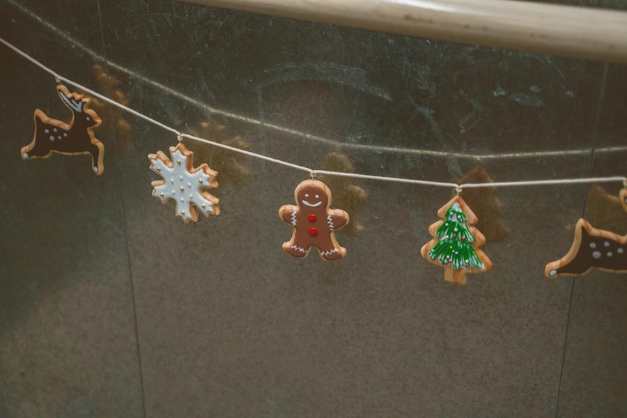 以環保木製作成的聖誕曲奇吊飾。(南豐紗廠提供)
