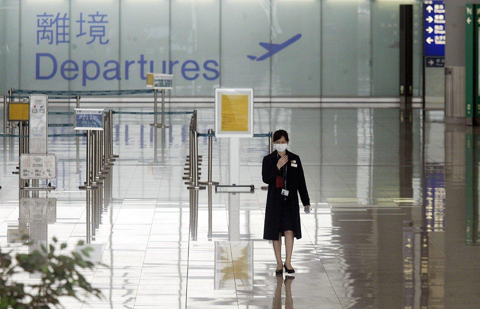 「反送中」運動後,香港民主法治徹底淪陷,港人信心盡失,再次引發大規模「移民潮」。圖為香港國際機場。(PETER PARKS/AFP via Getty Images)