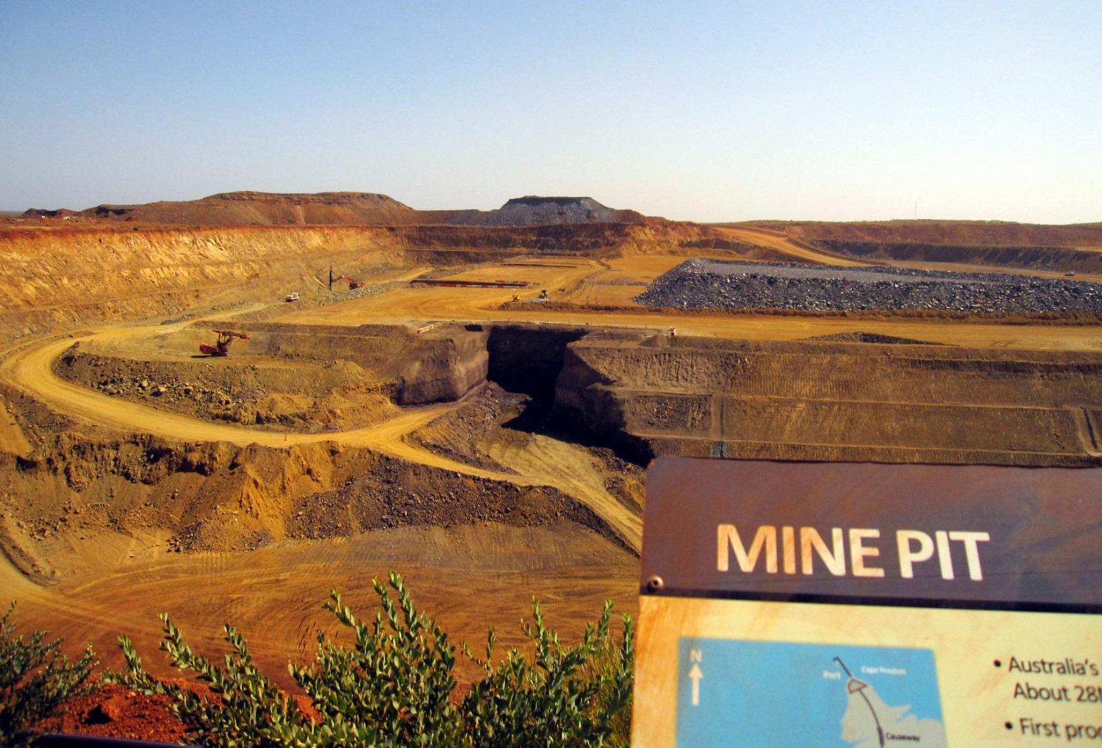 鐵礦石價格自11月急升26%,令大陸煉鋼成本大增,中共對澳洲的貿易戰才剛展開已迅速自食惡果。(AMY COOPES/AFP via Getty Images)