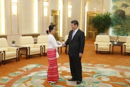 2015年6月,習近平在北京會見昂山素姬。(STR/AFP/Getty Images)