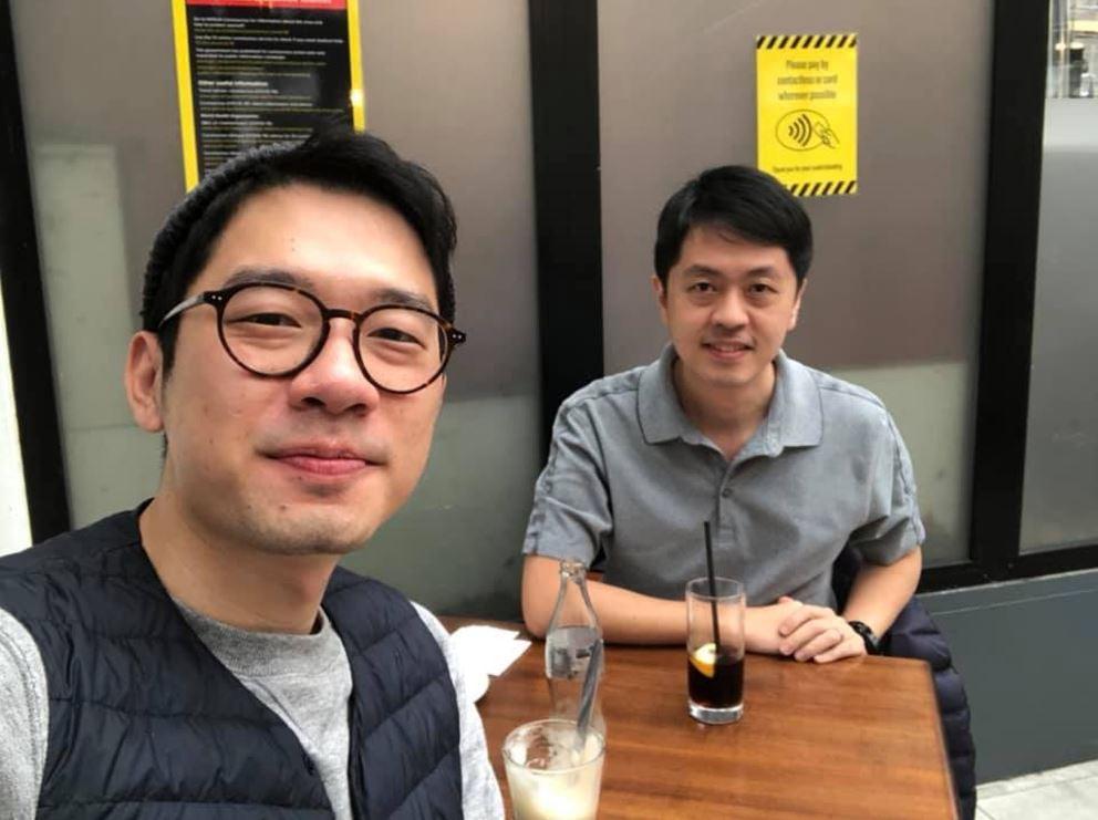 羅冠聰日前上載與許智峰在英國會面照片。(羅冠聰Facebook)