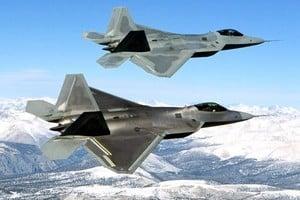 美敘戰機空中擦身而過 距離僅一英里