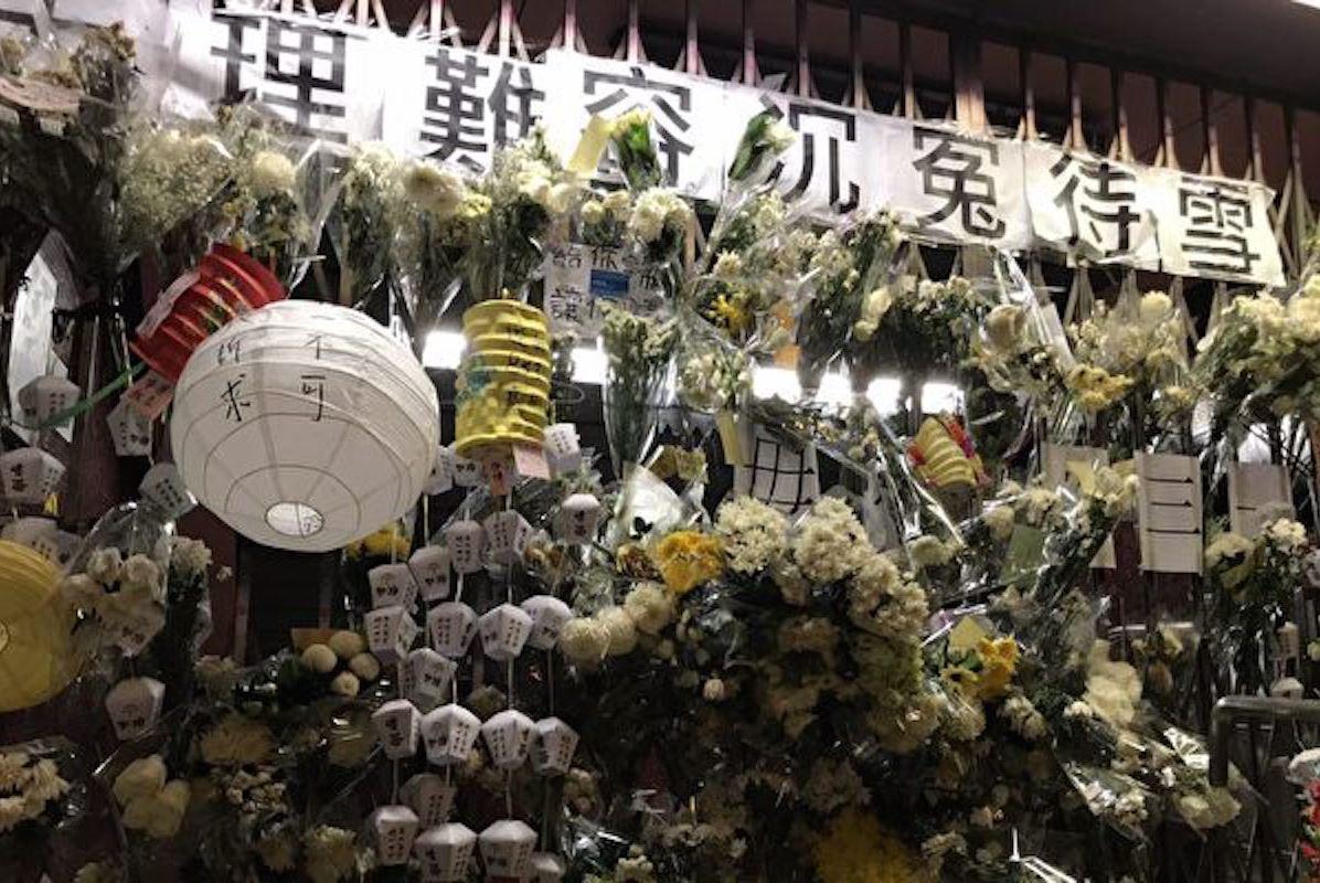 圖為2019年9月13日,港在人中秋之夜到太子站追悼8·31被港警打死的遇難者。 (文瀚林/大紀元)