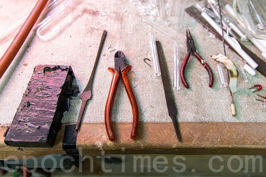 霓虹燈製作工具。(陳仲明/大紀元)