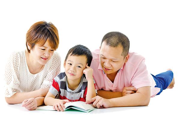 父母需要學習如何面對孩子的心理健康問題,以及如何教導孩子應對極端的學術壓力。(Fotolia)