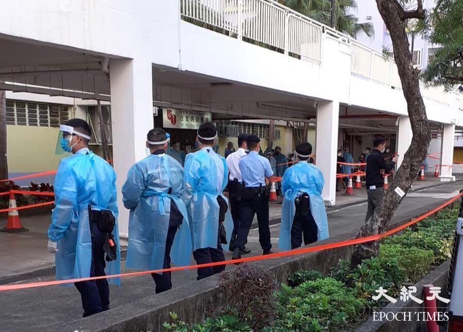 被安排強制檢測的沙田乙明邨明恩樓,今晨在沒有事先通知情況下突然整座大廈被封。(余鋼/大紀元)