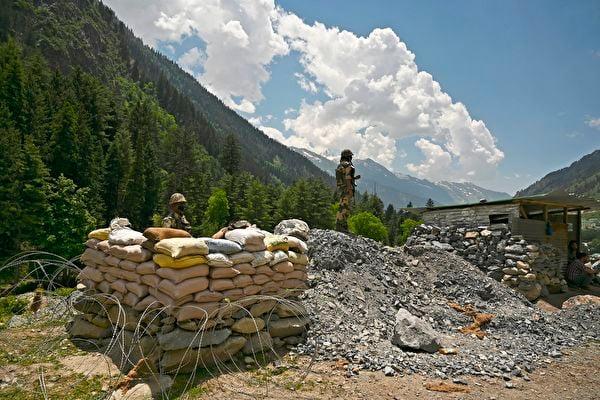 印陸軍參謀長赴前線視察 印軍再向中印邊境增兵