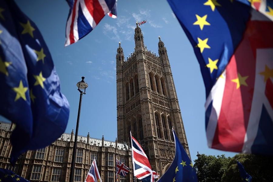 英國與歐盟在平安夜(12月24日)當天終於敲定長達2,000頁的貿易協議,在死線前7天及時化解「no deal」危機,雙方可向前邁進並處理細節問題。(Dan Kitwood/Getty Images)