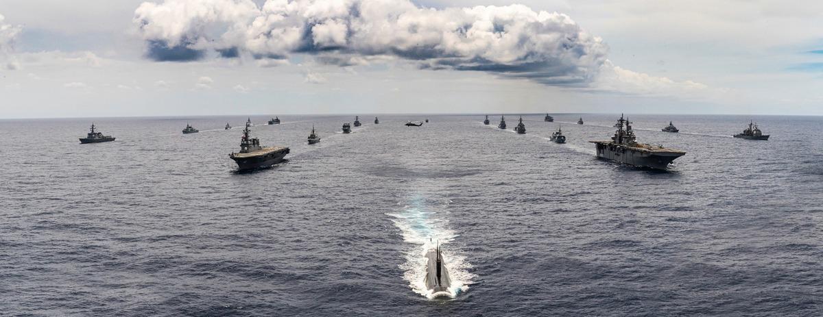 2020年8月21日,美國及其它共10國的22艘艦艇,1艘潛艇在夏威夷海域舉行的環太平洋軍事演習,支持印太區域航行和航空自由。(RIMPAC臉書)