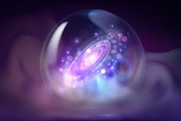 多災多難的庚子年2020年即將過去,各種預言直指2021年會更慘。圖為水晶球中呈現一個星系的景象。(Shutterstock)
