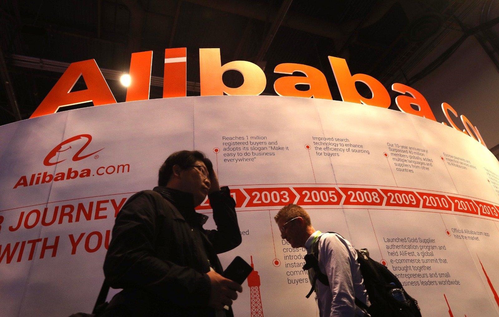 阿里巴巴被中共當局調查壟斷市場,上周四股價大跌逾8%,今天開市繼續下滑,即使公司宣佈增額回購亦無補於事。(Justin Sullivan/Getty Images)