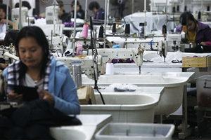 中國經濟復甦難 外貿企業遭遇四重大山