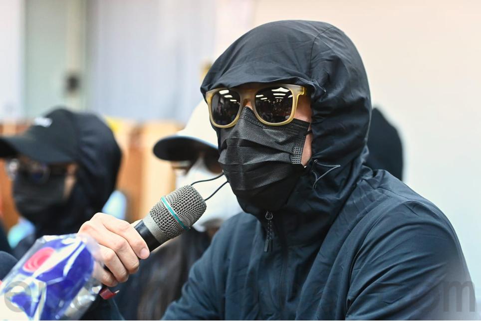 鄧棨然的弟弟表示,官派律師沒有為當事人爭取權益。(宋碧龍/大紀元)