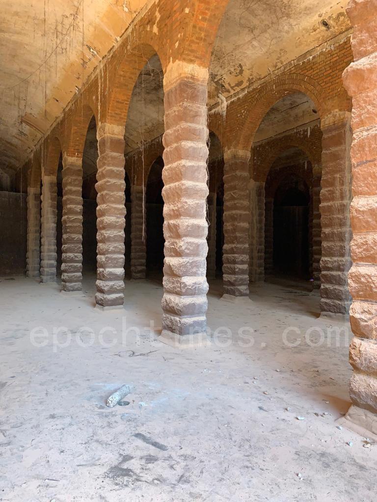 該蓄水池由麻石柱支撐,再以紅磚砌成頂部的拱門,全是以石、水泥建成的建築。(深水埗居民May姐提供)