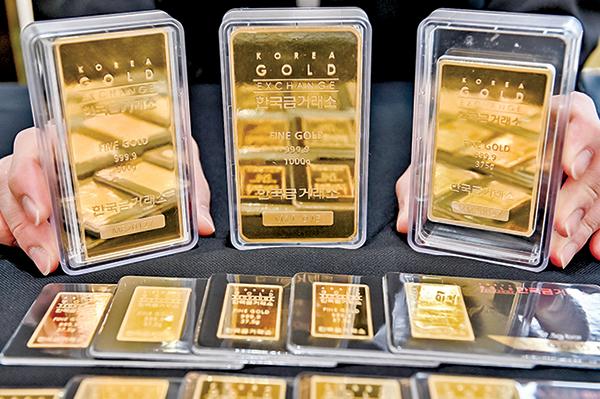 南韓黃金交易所展示的金條。(Getty Images)