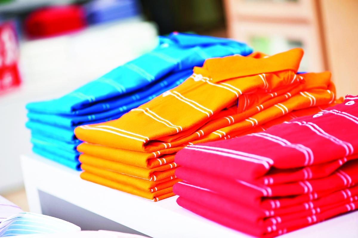 儘量少買鮮豔的衣物,購買前可先聞一下是否有刺鼻味。