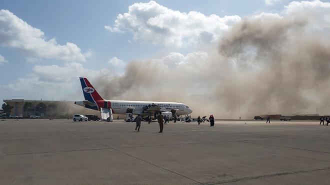 12月30日,當也門新內閣到達亞丁機場時,現場發生了劇烈爆炸。(AFP)