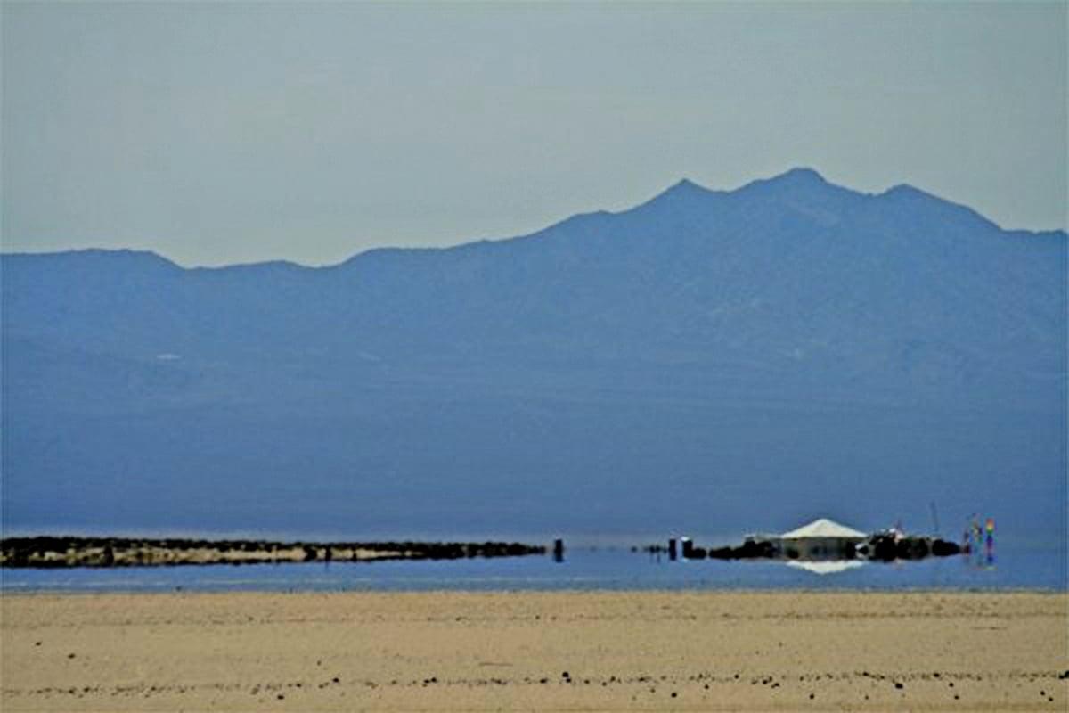 北美的莫哈維沙漠在春天出現的下蜃景。(公有領域)
