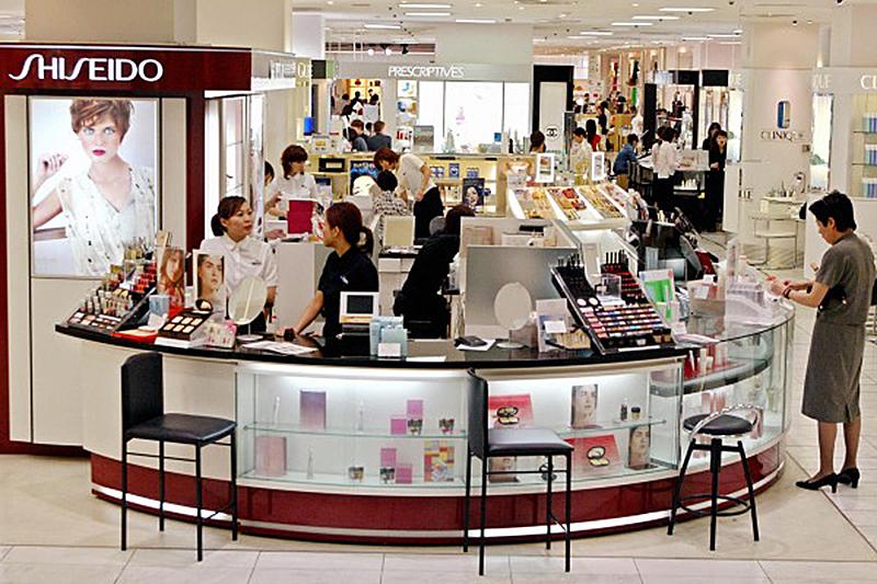 不再只愛日本電子產品 中國遊客狂買化粧品
