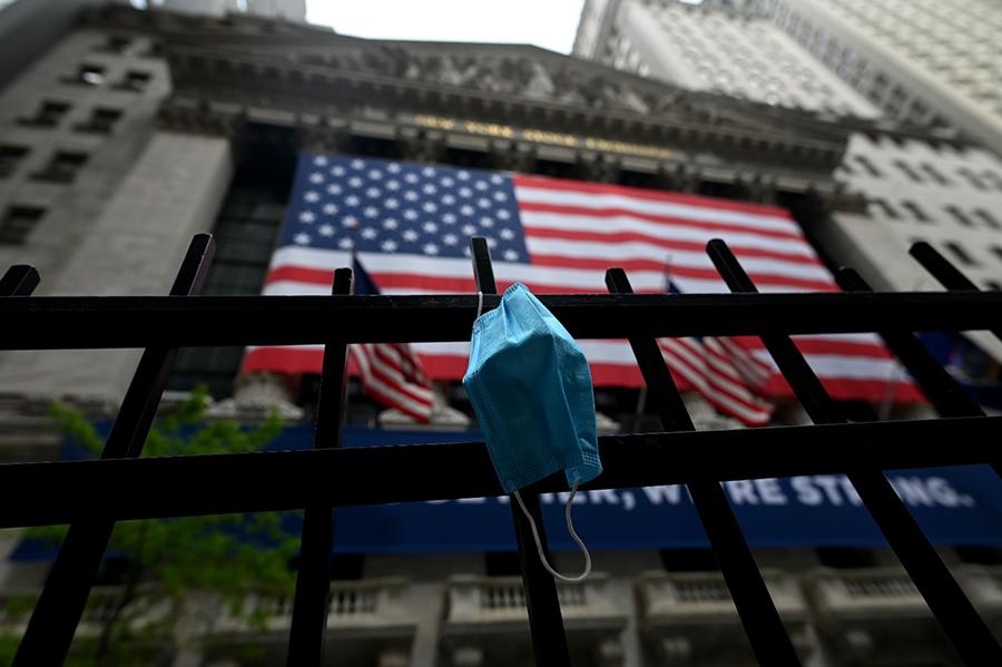 受中共肺炎影響,2020年世界各地的經濟均遇上了災難性危機,金融市場波濤洶湧。(JOHANNES EISELE/AFP via Getty Images)