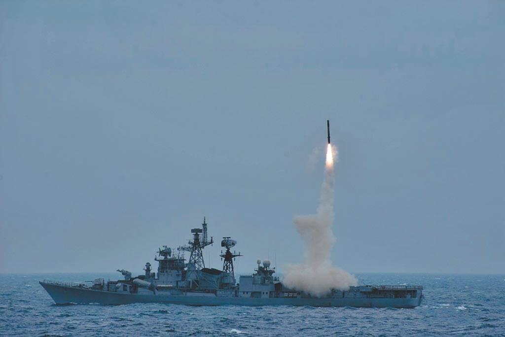 印度海軍2020年12月1日宣佈成功試射布拉莫斯反艦導彈。(@印度海軍)