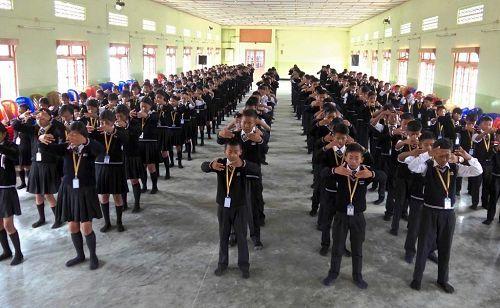 印度東北部2千多學生學煉法輪功