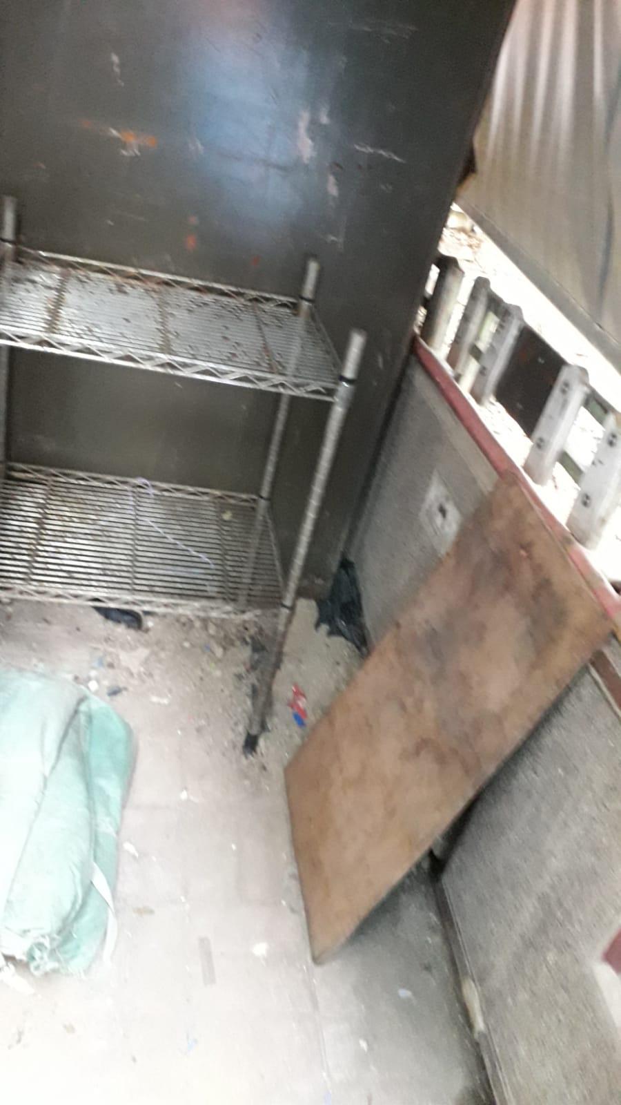 旺角青關會擺放污衊橫幅的倉,已經搬空。(張成/大紀元)