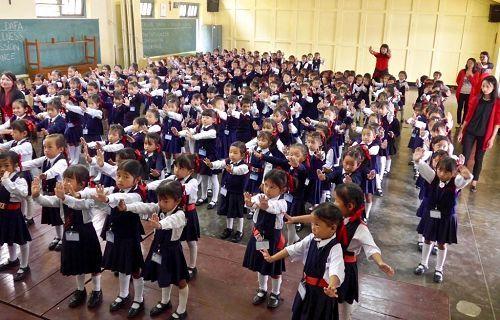 幼兒班的學生在學功