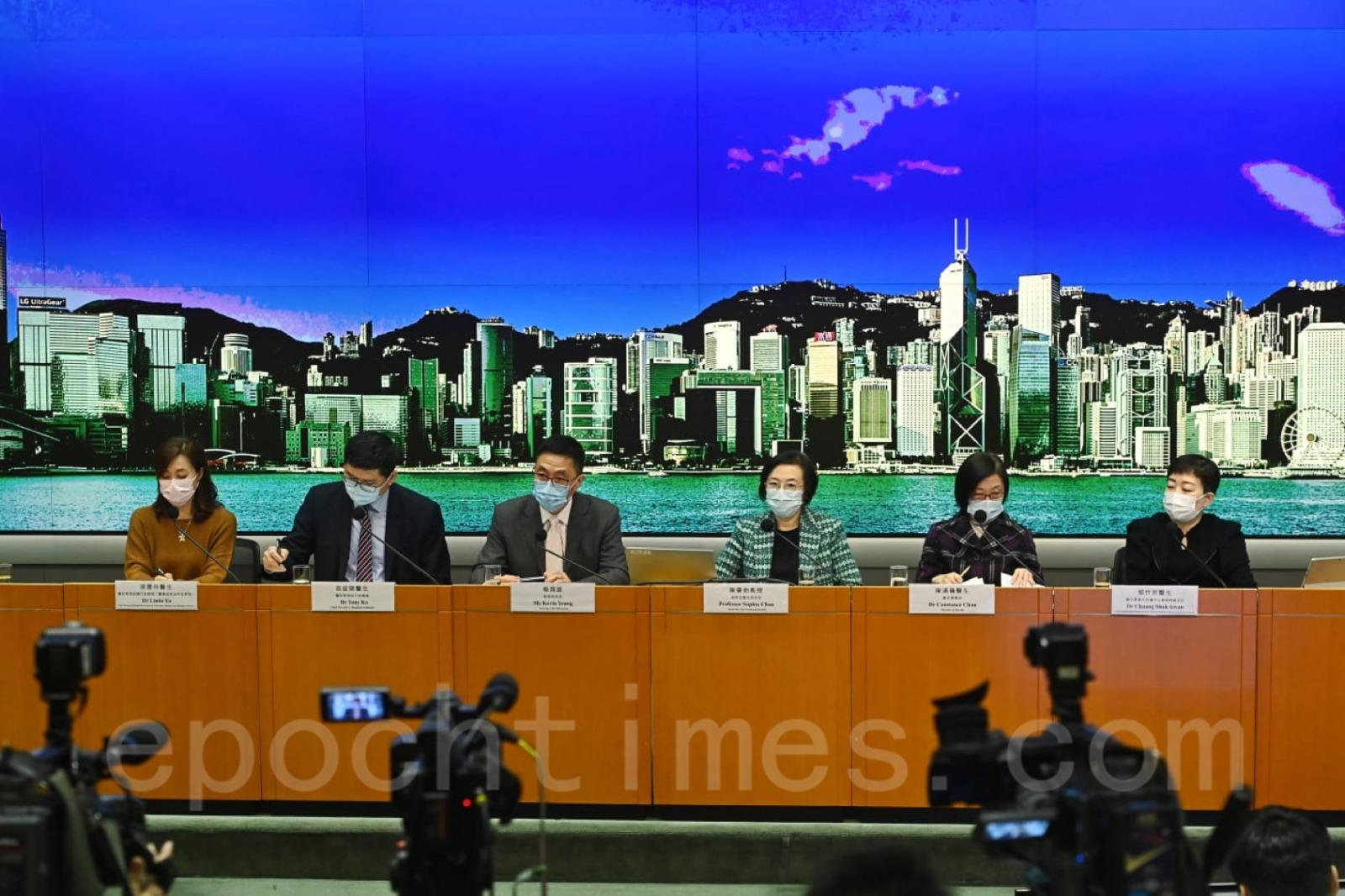 港府1月4日於記者會上宣佈,延長現有社交距離措施直至1月20日。(宋碧龍/大紀元)