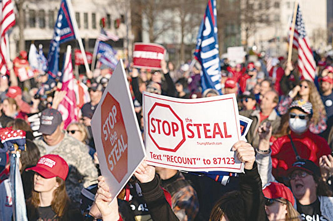 12月12日,數十萬來自美國各州的民眾聚集首都華盛頓DC,舉行盛大集會和遊行,要求「停止竊選(Stop The Steal)」,力挺特朗普總統。(石青雲/大紀元,Leo Shi/大紀元)