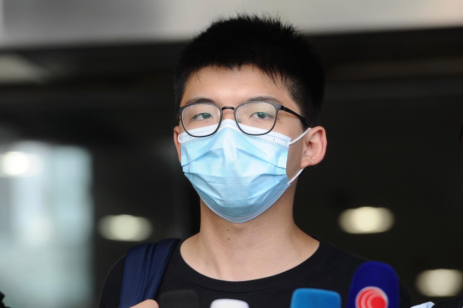 現時正在石壁監獄服刑的前香港眾志秘書長黃之鋒,其寓所今晨(1月6日)遭警方國安處人員上門搜查。圖為去年黃之鋒在記者會。(大紀元資料圖片)
