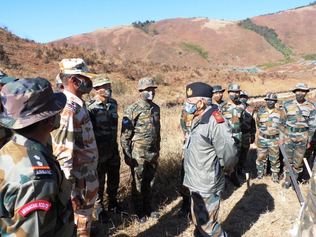 印度國防參謀總長拉瓦特1月2日到中印對峙前線探訪,圖為洛希特據點的以藏人為主的印藏邊境警察。(@adgpi)
