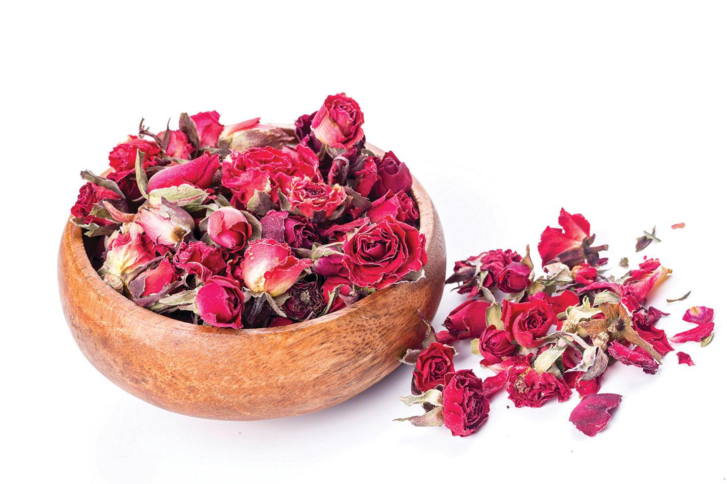 可以用玫瑰乾燥花製作出美麗又芬芳的作品。