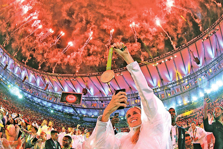 2016年8月21日里約奧運閉幕,各國運動員們向里約說再見。(Getty Images)