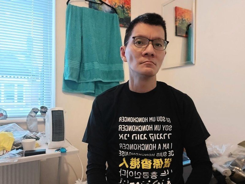 港前議員許智峯助理遭跟蹤監視 拒坐冤獄流亡英國