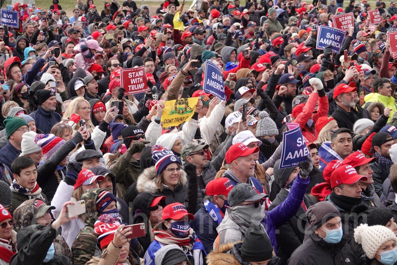 美東時間6日,國會聯席會議確定下屆總統當天,美國成千上萬民眾發起「拯救美國」活動。(Jenny/大紀元)