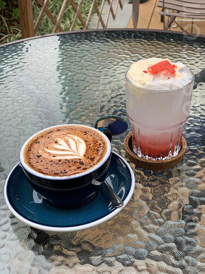 薑黃摩卡和櫻花忌廉草莓泡泡啤(無酒精)。(Siu Shan提供)