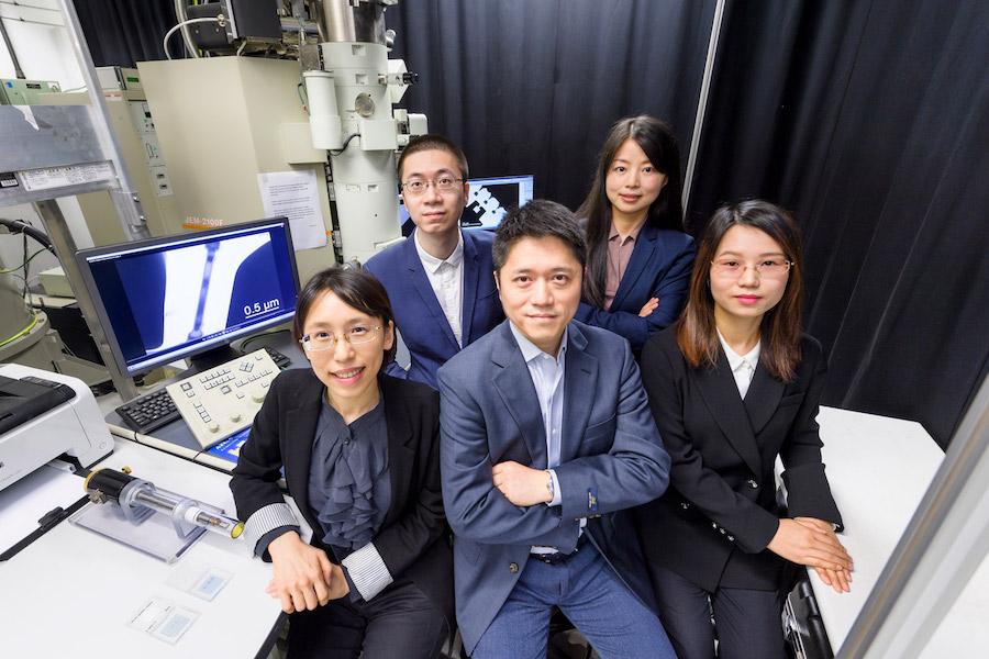 陸洋博士(前排中)和城大研究團隊。(香港城市大學提供)