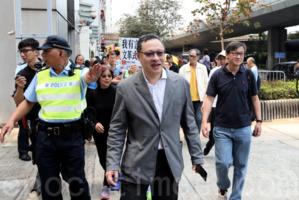 港法律學者戴耀廷獲保釋 籲港人逆風而行