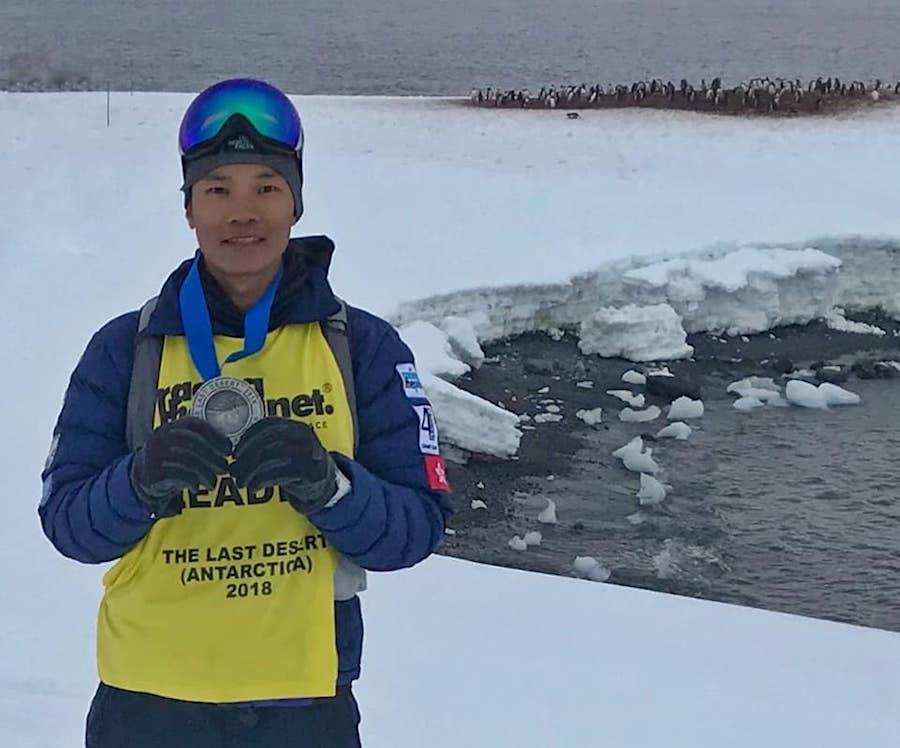 黃浩聰參與「四大極地超馬巡迴賽」,最後一站為南極,成功贏得南極站冠軍。(受訪者提供)