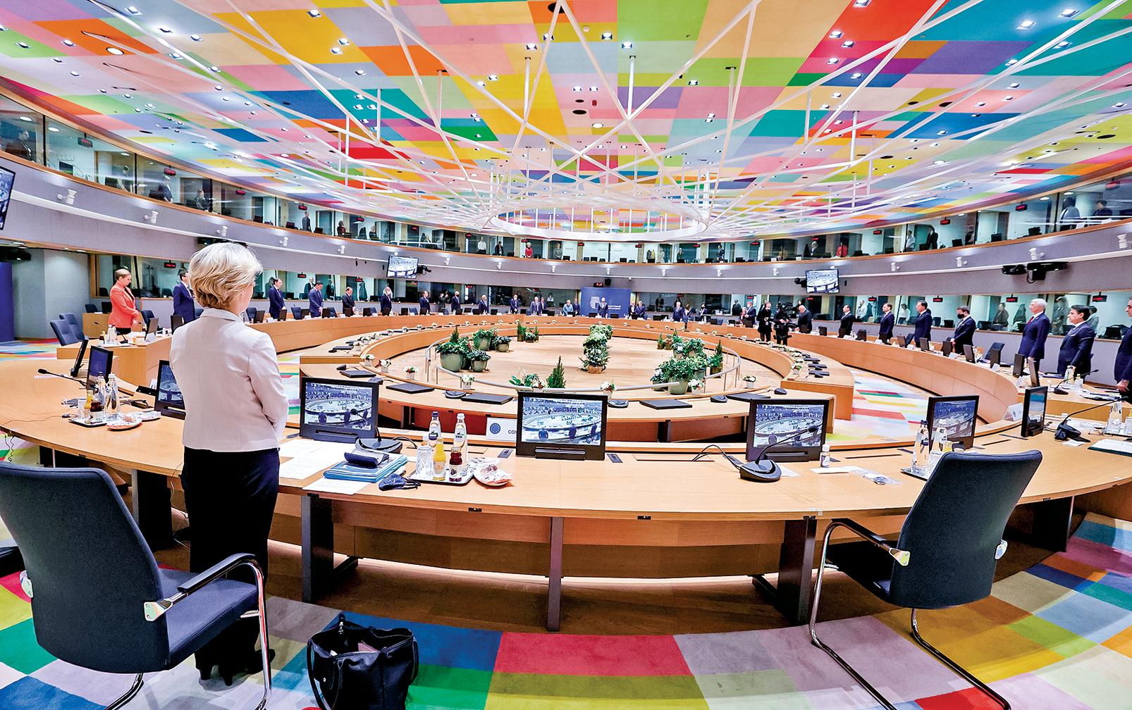 歐盟理事會在2020年12月10日,表決通過歐盟版的《全球馬格尼茨基法案》。圖為當天,歐盟領導人在布魯塞爾歐盟理事會大樓舉行圓桌會議。(Getty Images)