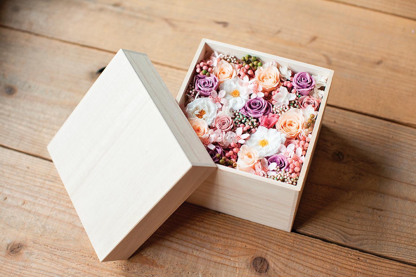 裝了乾燥花的盒子蓋上蓋子,香味會更持久。(Shutterstock)