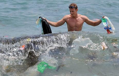 世界經濟論壇研究報告指出,2050年海洋中的塑膠垃圾重量將多過魚類。(AFP)