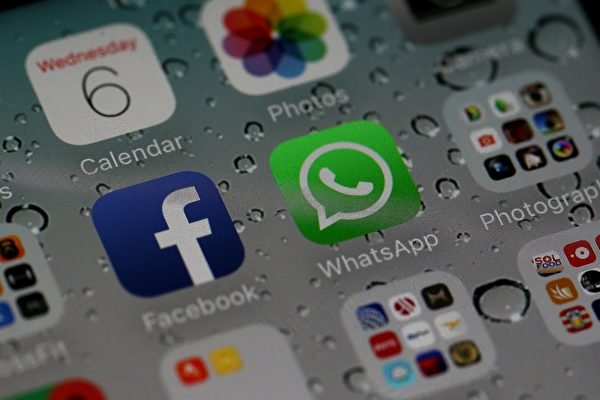 圖為facebook和旗下即時通訊軟體WhatsApp。 (Justin Sullivan/Getty Images)
