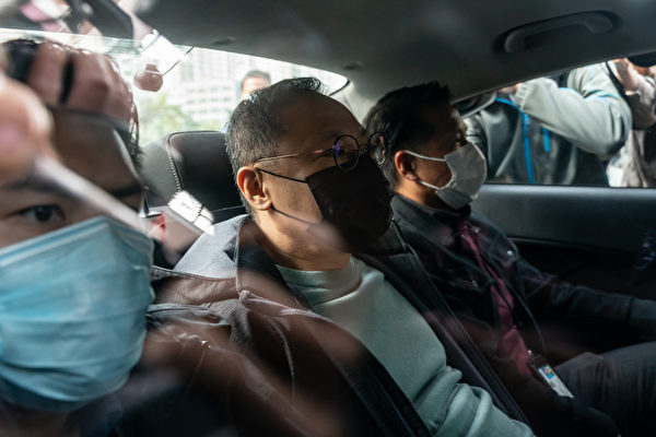2021年1月6日,香港大學法律系前副教授戴耀廷遭到逮捕。港警以「國安法」為由,大規模逮捕了逾50名民主派人士。(Anthony Kwan/Getty Images)