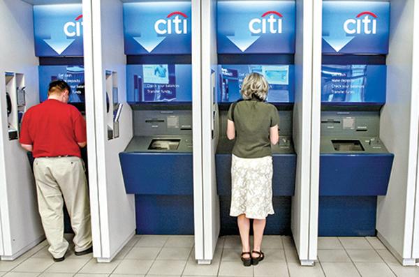 分析師預計花旗集團2020年第四季利潤跌幅最大。圖為紐約一個花旗銀行分支機構裏的自動取款機。(Getty Images)